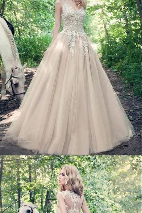Fabulous A-line White Tulle V-neck Ball Gown Wedding Dresses With Lace Appliques
